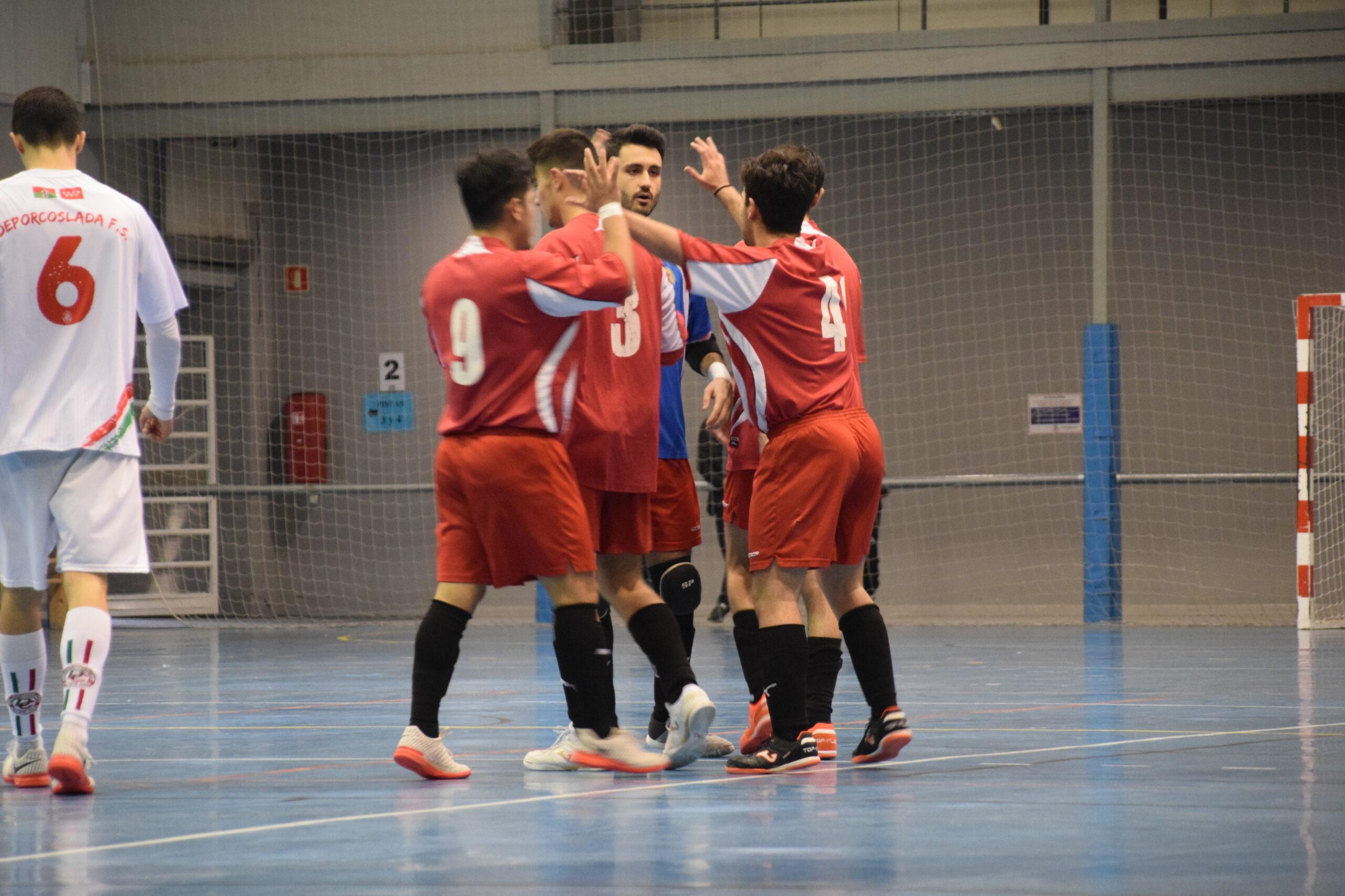 Suspendida Tercera División , jugadores celebran gol
